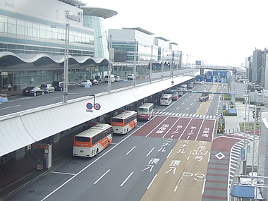 羽田空港と周辺の民間駐車場!予約するならどっちが料金が安い?