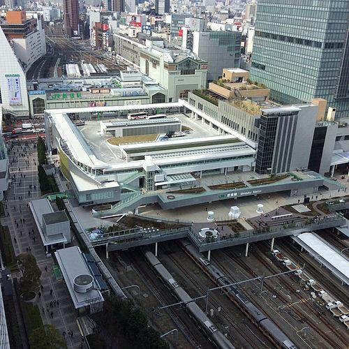 新宿駅周辺の安い駐車場!最大料金1600円以下の駐車場10選!