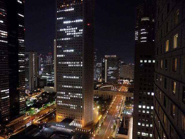 新宿の駐車場!西口・東口・南口周辺の無料割引のある駐車場は?