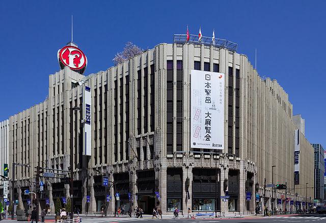 伊勢丹新宿の駐車場!サブナードの駐車場とどっちが料金がお得?
