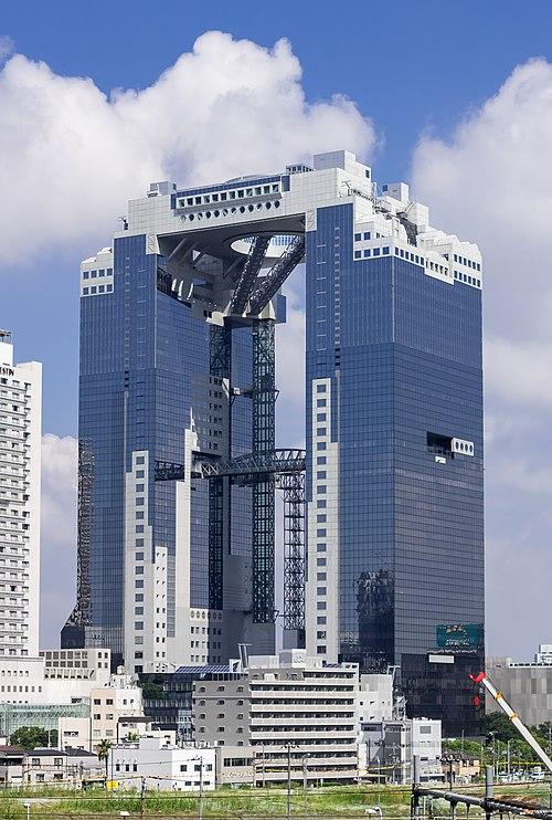 新梅田シティ・梅田スカイビルのアクセス&駐車場!料金や割引は?