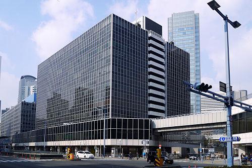 大阪駅前(第1・第2・第3・第4)ビルの駐車場!料金は安い?