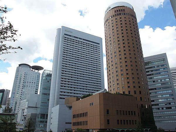 ヒルトン大阪のアクセス方法&駐車場!料金や割引サービスは?