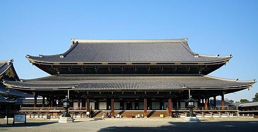 東本願寺のアクセス&周辺の駐車場!予約できる安いとこは?
