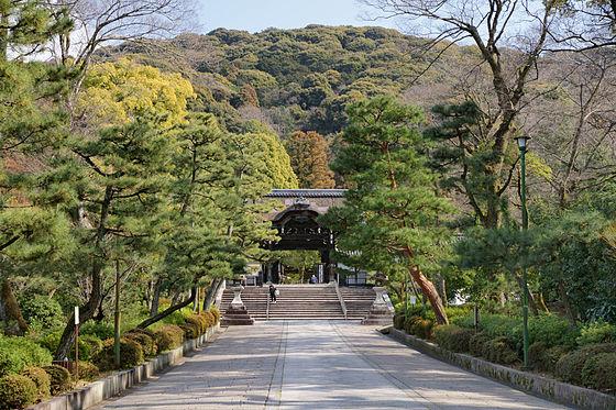 【京都】東本願寺・大谷祖廟の駐車場!場所・時間・料金は?